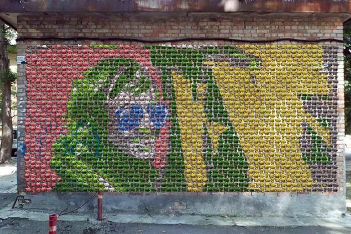 Пластиковые петушиные головы в Киеве от Жени Бертолуччи