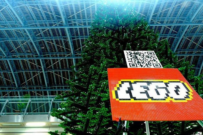 LEGO Christmas tree - рождественская елка из LEGO на вокзале в Лондоне