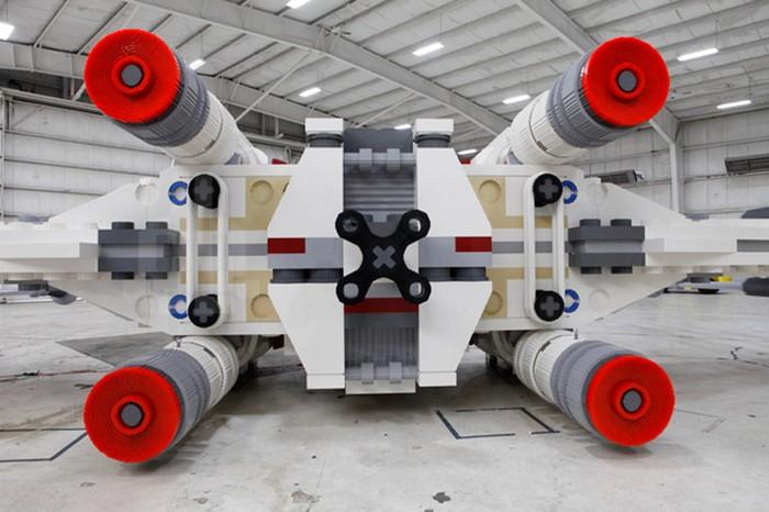 Рекордно большой LEGO-истребитель из Star Wars