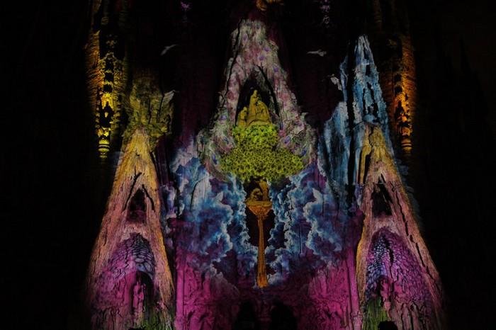 Ode a la vie – масштабное проекционное шоу на Храме Святого Семейства