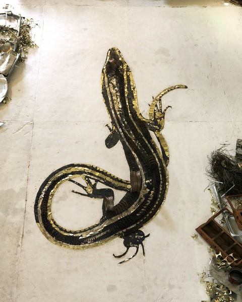 Salamandra. Серия Scrap Metal от Вика Муниса (Vik Muniz)