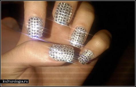 На ногтях 2 бриллиантовые ногти ногти