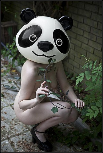 Голые девушки в масках от Бена Хопера (Ben Hopper) – пародия на самоцензуру