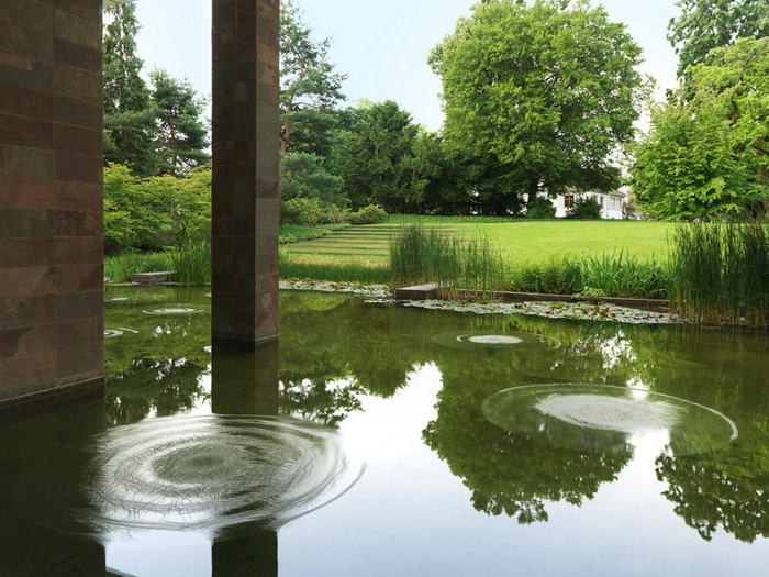 Скульптуры из воды Sonic Water Lilies от Филиппа Паррено (Philippe Parreno