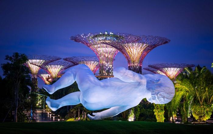 Planet – гигантский ребенок в Сингапуре. Инсталляция от Марка Куинна (Marc Quinn)