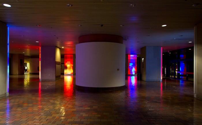 Reflection – цифровые отражения в инсталляции от Ивана Тота Депены (Ivan Toth Depena)