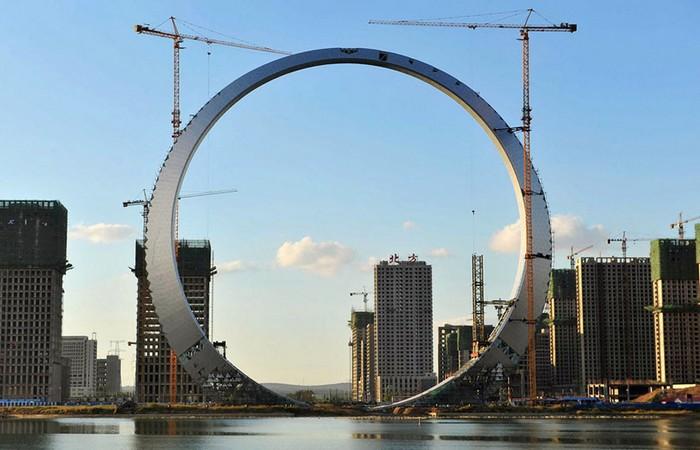 Гигантский небоскреб Ring of Life в городе Фушунь