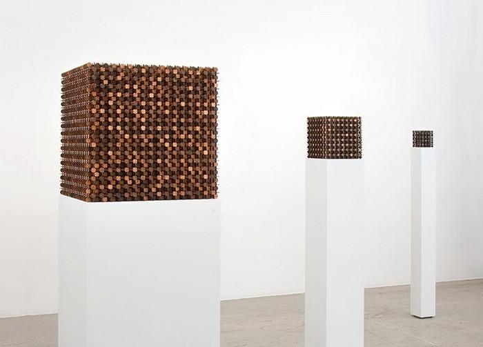 The Mendicant — куб, созданный из центов. Символ современной Америки от Роберта Векслера (Robert Wechsler)