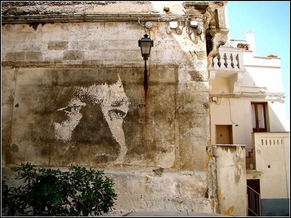 Рисунки на старых стенах: необычные граффити от Александра Фарто (Alexandre Farto)