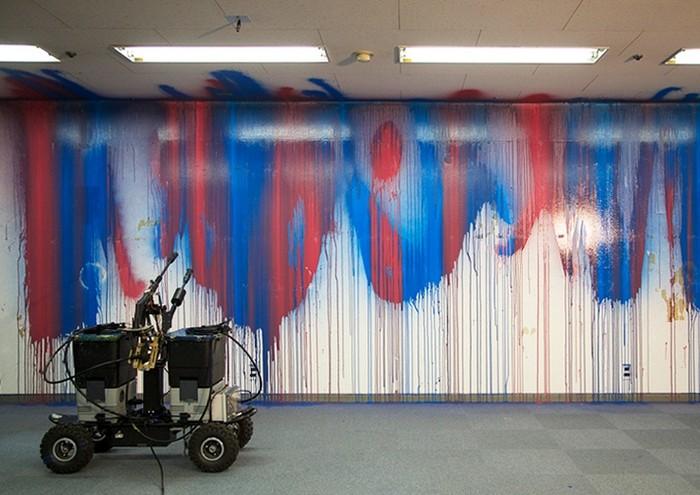Робот Senseless заменит художников граффити
