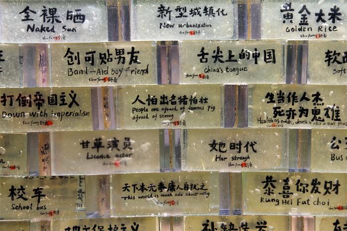 Великая Китайская Стена – разница между Западной и Восточной Цивилизацией в инсталляции от Шу Ена (Shu Yong)
