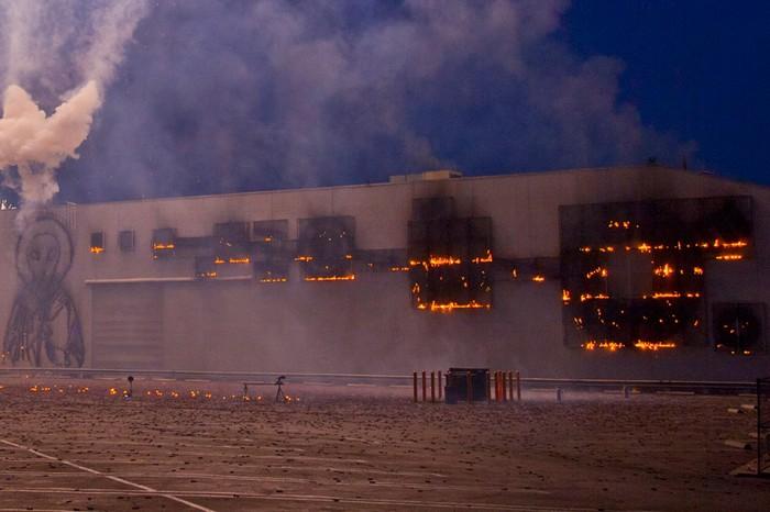 Sky Ladder – взрывы и фейерверки на выставке Цай Го-цяня (Cai Guo-Qiang)