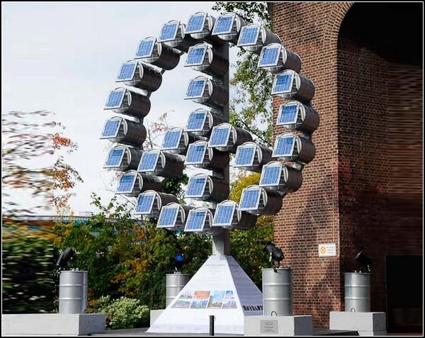 Скульптура из солнечных баррелей