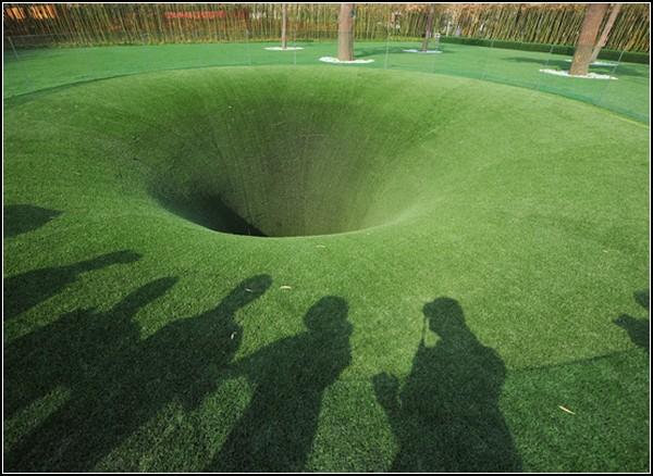 Большая нора The Big Dig, чтобы слушать другую сторону планеты