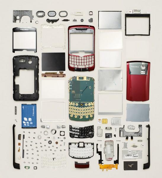 Мобильный телефон, проект Things Come Apart от Тодда Маклеллана (Todd McLellan)