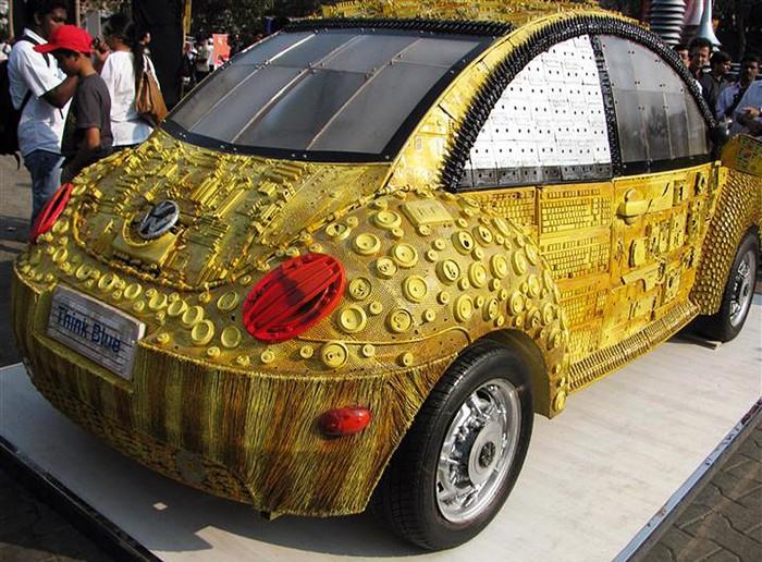 Think Blue Beetle – золотая машина из мусора