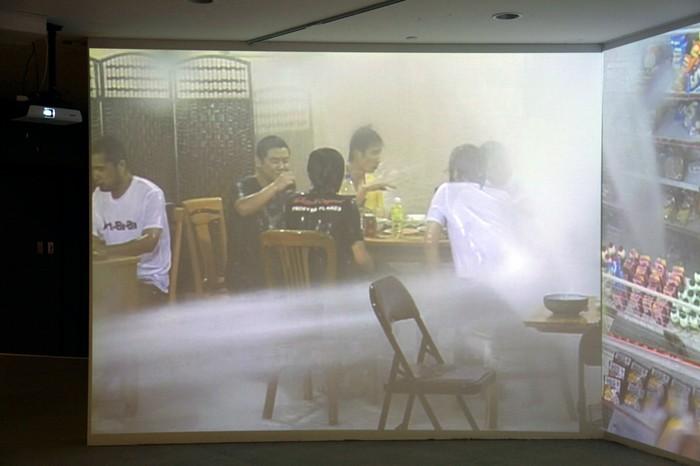 Равнодушие и беспечность в видеоинсталляции Titanic от Чжана Ляоюаня (Zhang Liaoyuan)