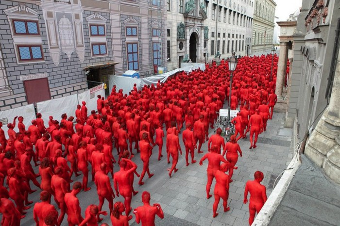 The Ring – перфоманс обнаженных к открытию Фестиваля Оперы в Мюнхене