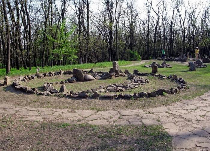 Кромлех из трех каменных кругов на Хортице