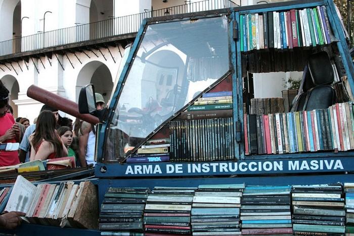 Инсталляция Arma De Instruccion Masiva от Рауля Лемесоффа (Raul Lemesoff)