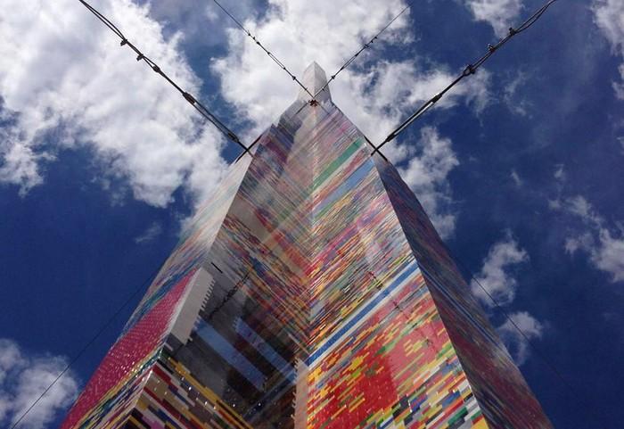 Самая высокая в мире башня из LEGO
