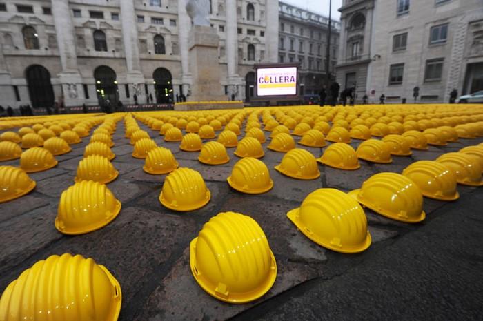День желтого гнева. Арт-манифестация строителей в центре Милана