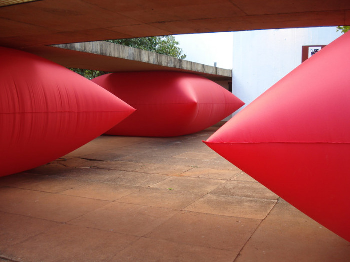 Красная подушка. Новый взгляд на старые места от Жеральдо Зампрони (Geraldo Zamproni)