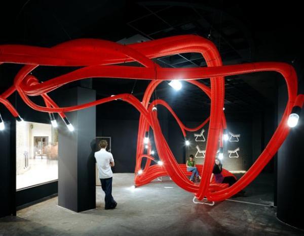 Мебель будущего. И скамейка, и светильник