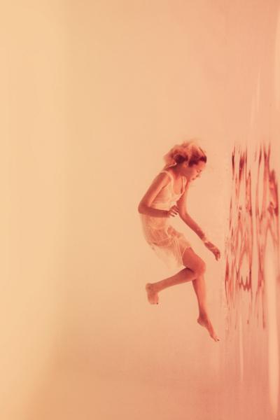 Adeline Mai в совершенстве удалось реализовать образ  чистоты и беспомощности