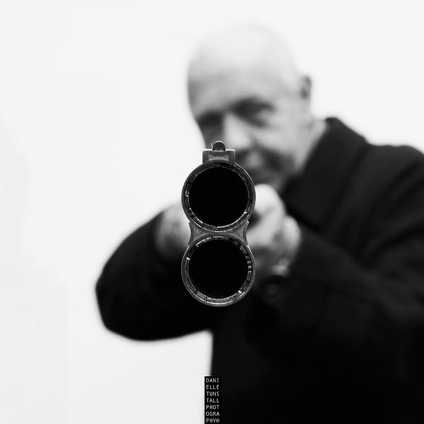 Danielle Tunstall предоставила уникальный шанс посмотреть в дуло нацеленного на тебя ружья
