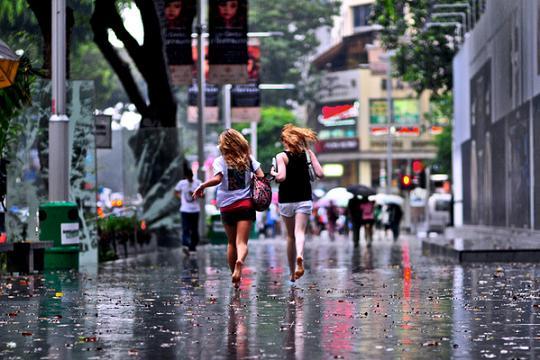 Danny Santos: самые дождливые фото незнакомцев и незнакомок