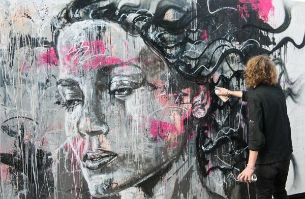 На каждый портрет порой уходит целая стена и куча времени