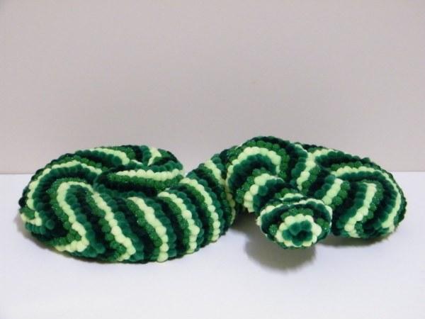 Нерадужная, но очень красивая зеленая змея