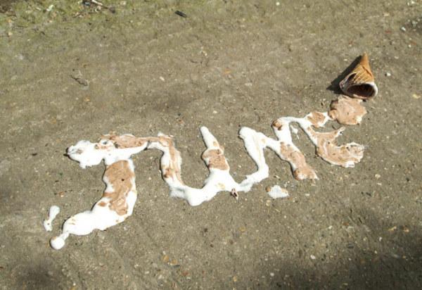 К сожалению, надпись из мороженного долго не протянет