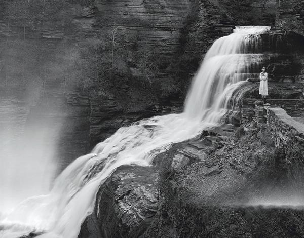 Люди и водопады в тумане от Jeff Bark
