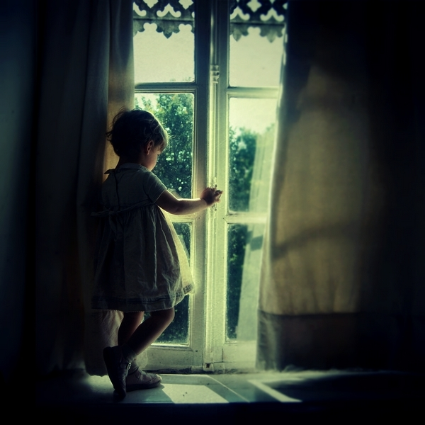 Герои фотографий у Julie de Waroquie  разные, включая милую маленькую девочку