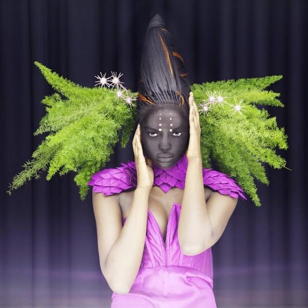 Madame Peripetie любит играть с цветами