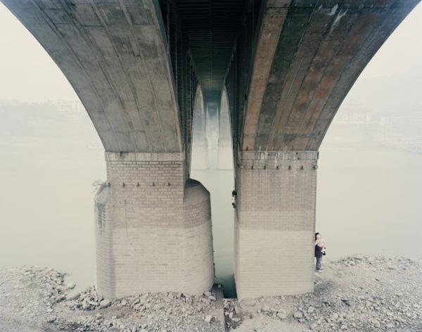 Манифесты одиночества и техногенной катастрофы в фотографиях Nadav Kander