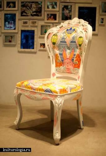 Интересные дизайнерские идеи Ratinan Thaijareorn:акриловыми красками по белому креслу