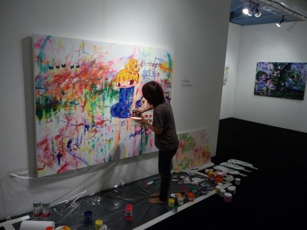 Ayako Rokkaku в проецссе создания яркого мира