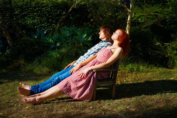 Что может быть приятнее, чем нежиться на солнышке с любимым человеком