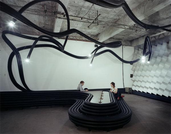 Мебель будущего из пластиковых труб. И скамейка, и стол