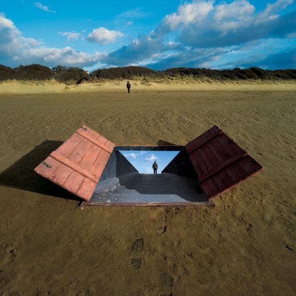 Шедевры живописи  на обложках альбомов от  Storm Thorgerson