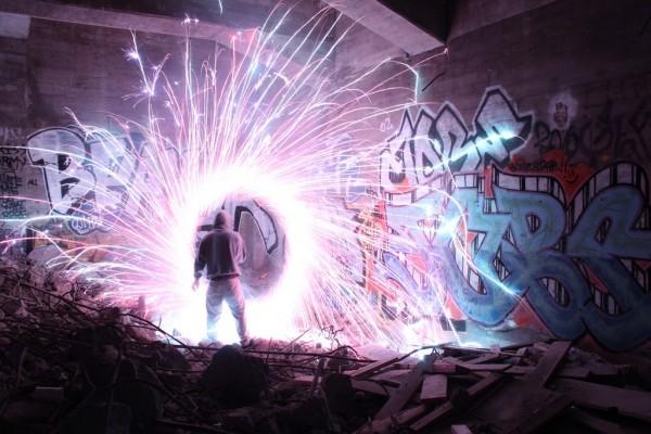 Twin Cities Brightest - один из самых ярких в прямом смысле слова художников современности