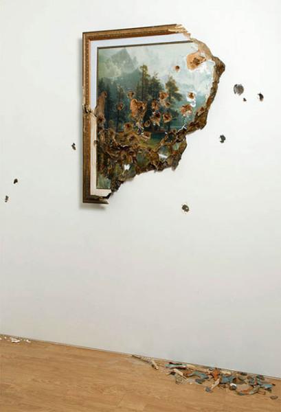 Комната всегда является продолжением работ Valerie Hegarty