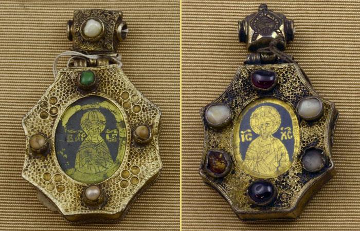 Новгородские наперстные иконы XV века с изображениями «под хрусталями»
