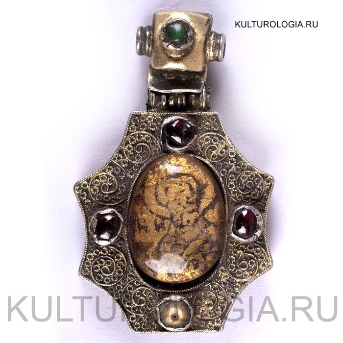 Панагия наперсная «Святитель Николай» XV век Новгород Серебро, скань, хрусталь, гранаты.