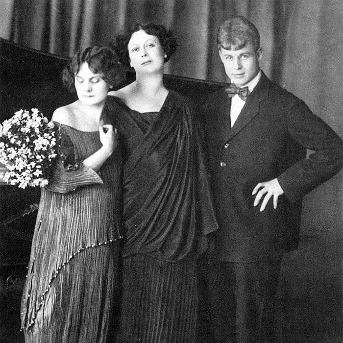 Сергей Есенини и Айседора Дункан с дочерью.