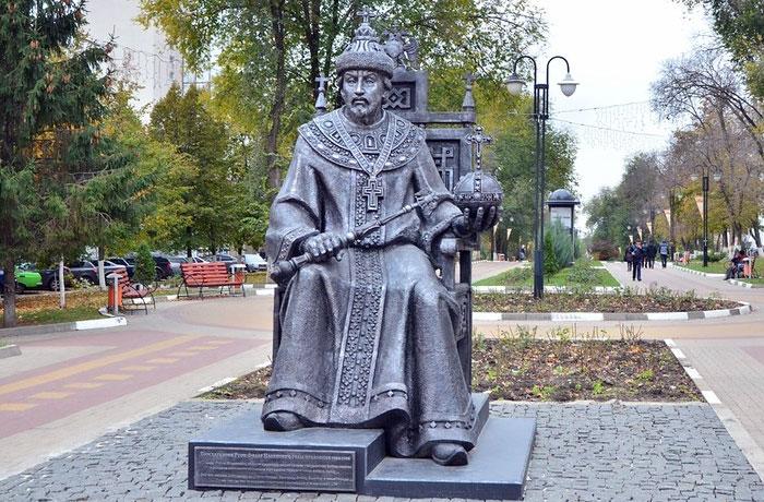 Памятник царю Федору Иоанновичу в Белгороде.