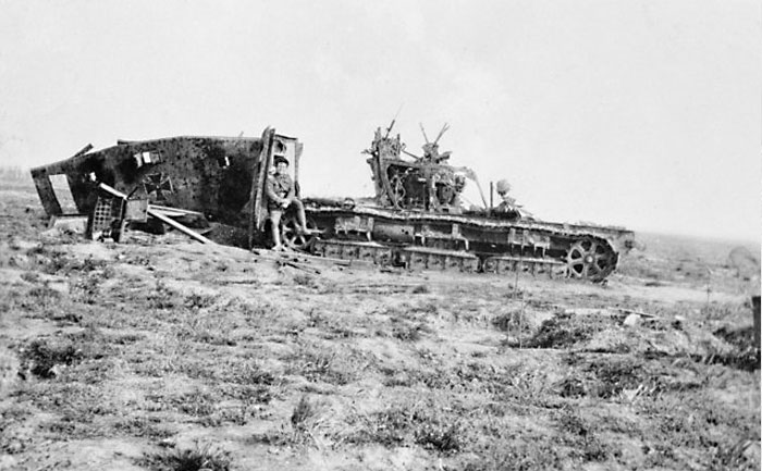 Немецкий танк A7V, уничтоженный в боях при Виллер-Бретонне 24 апреля 1918 года.